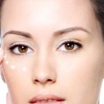 Usuwanie cieni pod oczami – domowe sposoby kontra zabiegi medycyny estetycznej