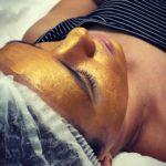 Kosmetyczne preparaty złuszczające skórę – czym kierować się wybierając kosmetyki peelingujące